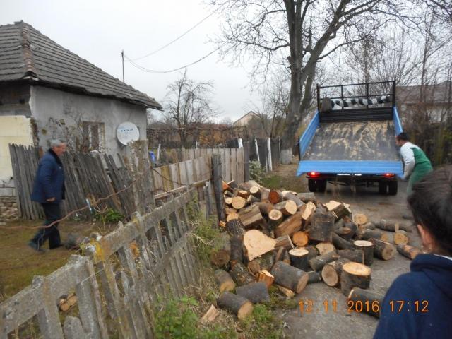 Ajutor oferit de primarul Radu Vasile si biserica din Vulcana-Pandele familiei Breazu.